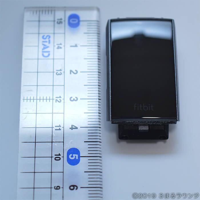 Fitbit Charge3ボディの大きさは4cm